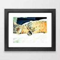Кошка Framed Art Print