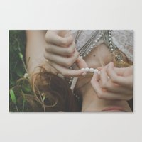 She wore pearls Canvas Print
