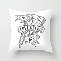 PIZZA LOVE AFFAIR Throw Pillow