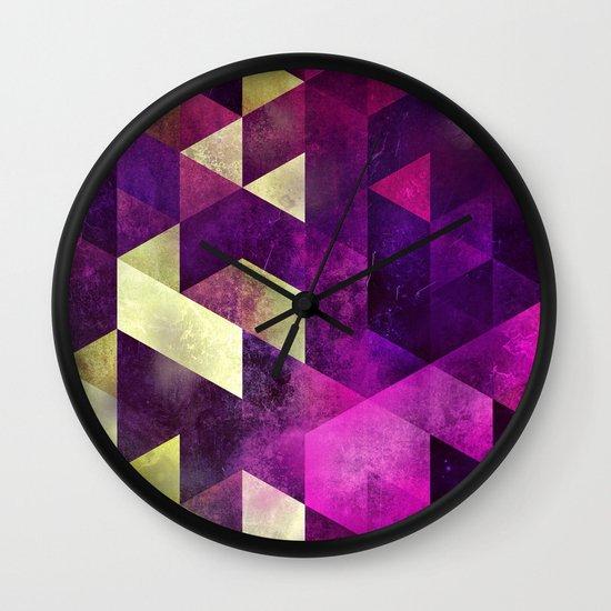 fykk yrly Wall Clock