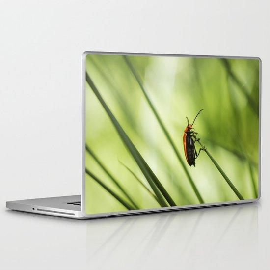 Insect. Cardinal Beetle (Pyrochroa serraticornis) on woodland grass. Laptop & iPad Skin