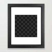 Simple Wreath Pattern Dark Framed Art Print