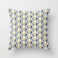 NGWINI - penguin love pattern 4 Throw Pillow