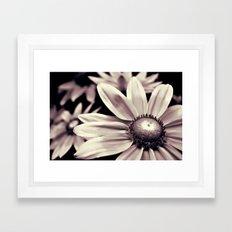 De Beauty Framed Art Print