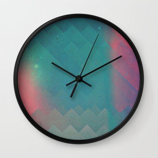 fryyndd ryqysst Wall Clock