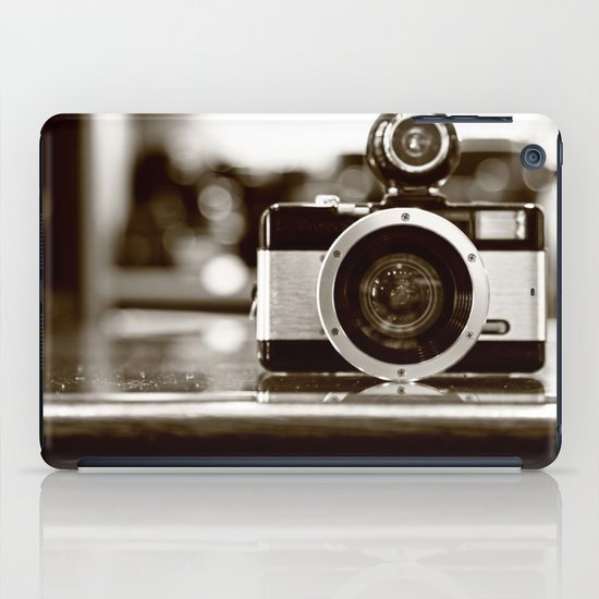 Capture iPad Case