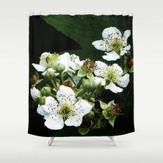 Fraises des bois Flowers Shower Curtain