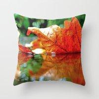 Autumn leaf reflected Throw Pillow