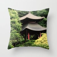 Garden tempel Throw Pillow