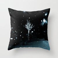 WHITEOUT : Wintree Throw Pillow