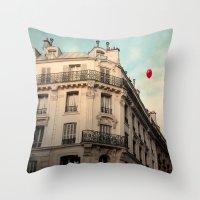 Balloon Rouge Throw Pillow