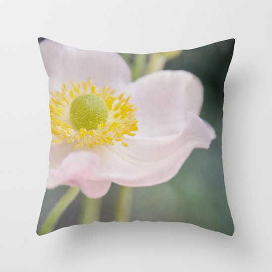 Anemone love II Throw Pillow