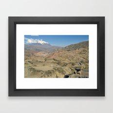 El Perro y la Montaña Framed Art Print