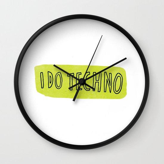 i do techno Wall Clock