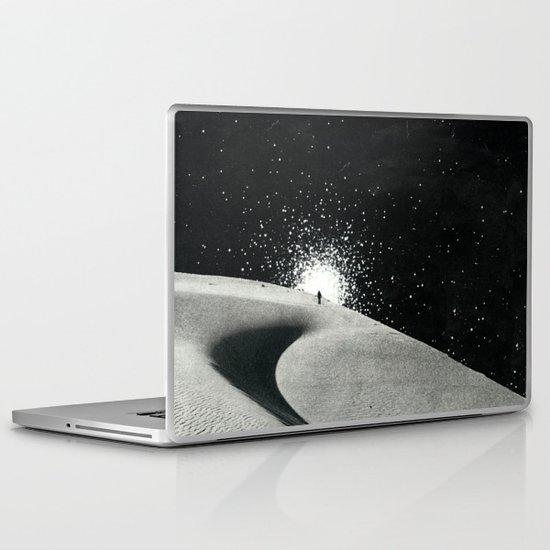 Un tizio che non ha capito che quelle luci non sono un buon segno Laptop & iPad Skin