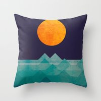 The ocean, the sea, the wave - night scene Throw Pillow