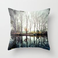 A bend in the river Throw Pillow