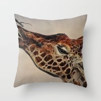 Giraffa camelopardalis Throw Pillow
