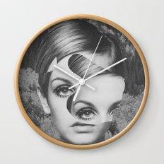 Cosmétique Wall Clock