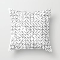 BW TRIANGLE PATTERN Throw Pillow