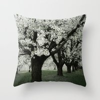 Blütenpracht Throw Pillow