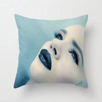 CLOSING IN Throw Pillow