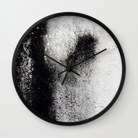 Negro Sobre Blanco Wall Clock