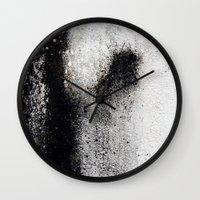 Negro sobre Blanco Wall Clock